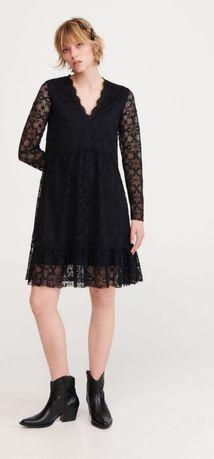Sukienka z koronki . Rozmiar S. Reserved