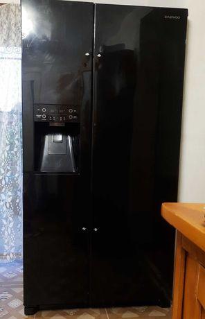 Холодильник двухдверный Deawoo Side by Side