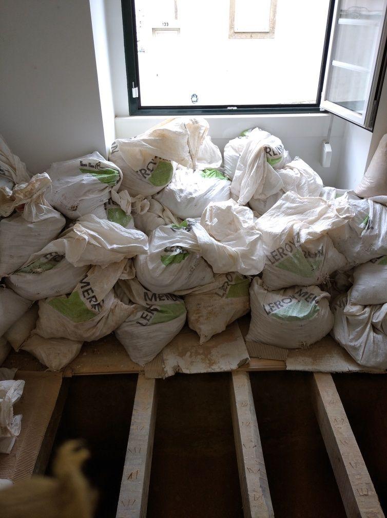 Remoção de entulhos e móveis lixo e sucata