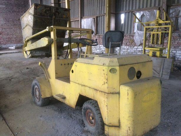 Погрузчик для бетону та сипучих матеріалів