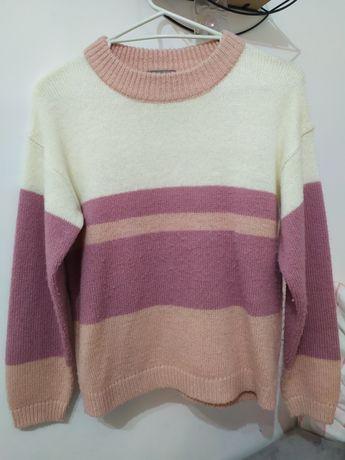 Różowo kremowy sweter