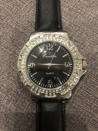 Tanio piękny zegarek Quartz damski srebrny z czarną opaską