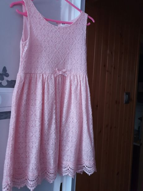 Sprzedam sukienkę rozm 122/128