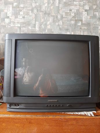 Телевизор Самсунг 200 грн., диагональ 27