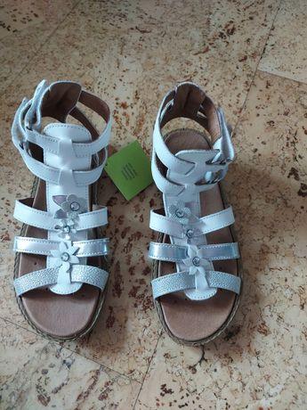 босоножки сандали девочке primigi bata оригинал белые