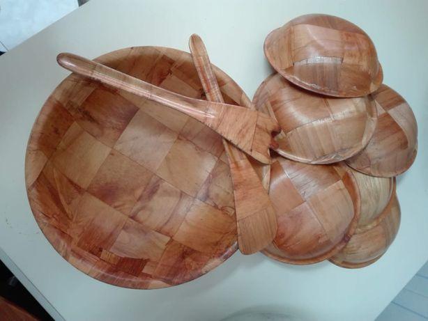 1 Taça Grande- Saladeira e 6 Pequenas com Talheres (madeira fina)