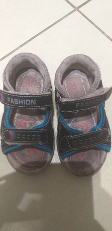 Sandałki 24