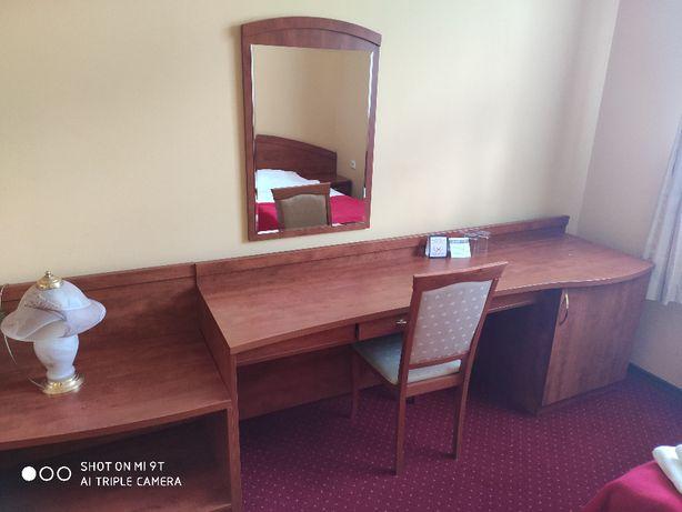 Kompletne wyposażenie pokoju hotelowego