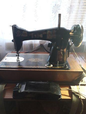 Продам швейную машинку 1500грн