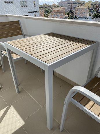 OPORTUNIDADE - Cadeiras e mesa de exterior