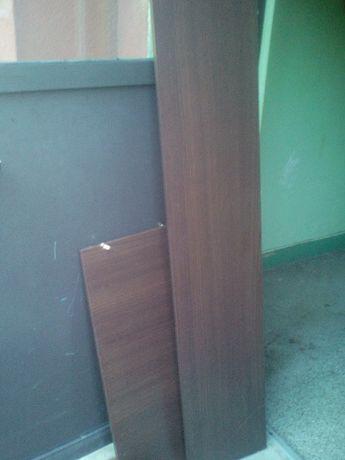 Deski z mebli na półki i drzwiczki