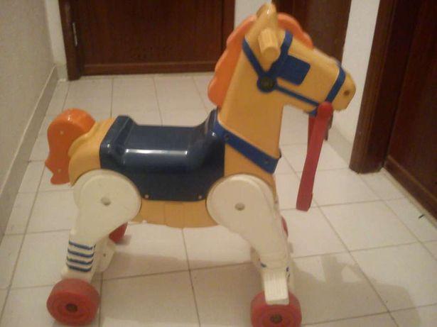 Baloiço Chicco cavalo baby rodeo com som