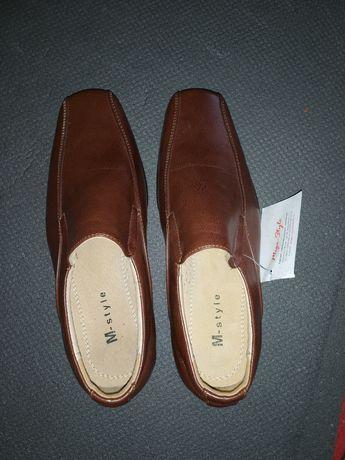 Нові шкіряні туфлі для хлопчика