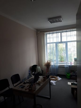 сдам офисное помещение на Дарницкой площади без посредников