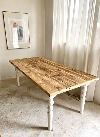 Stół rustykalny na białej podstwie prawansalski ludwik retro design