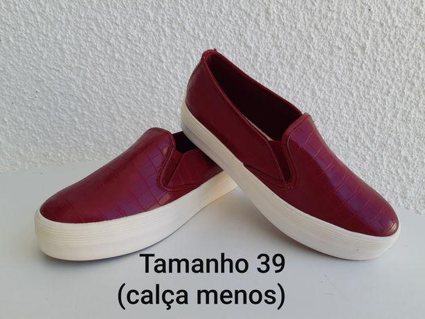 Sapatos senhora 39 NOVOS (calça menos)