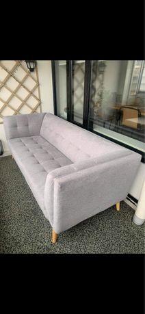 Szara pikowana sofa
