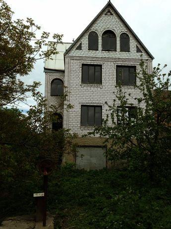 будинок 7х9м, ділянка, біля 30 соток,