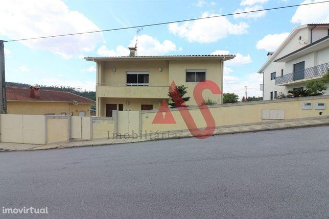 Moradia T4+T3 em Candoso São Tiago, Guimarães