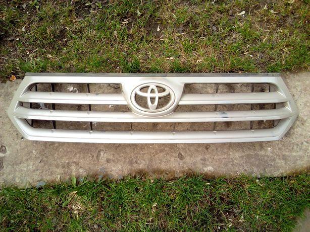 Решётка радиатора Тойота