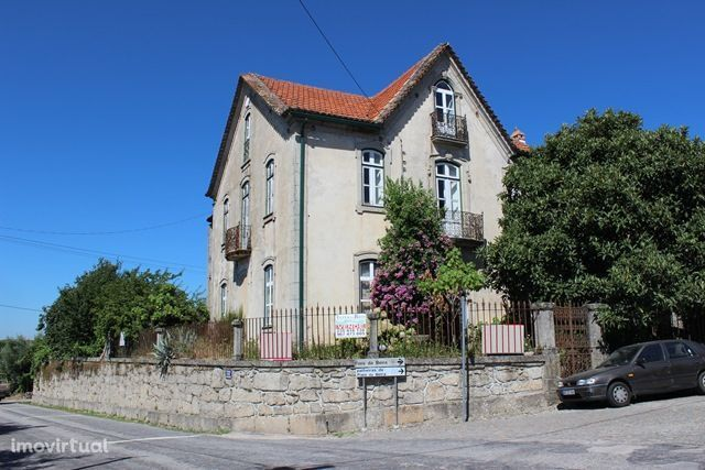 Casa senhorial (M4+2) espaçosa com anexos e quintal, Fiais de Beira, O