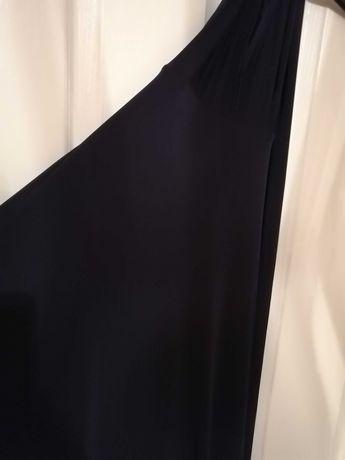 Długa czarna sukienka