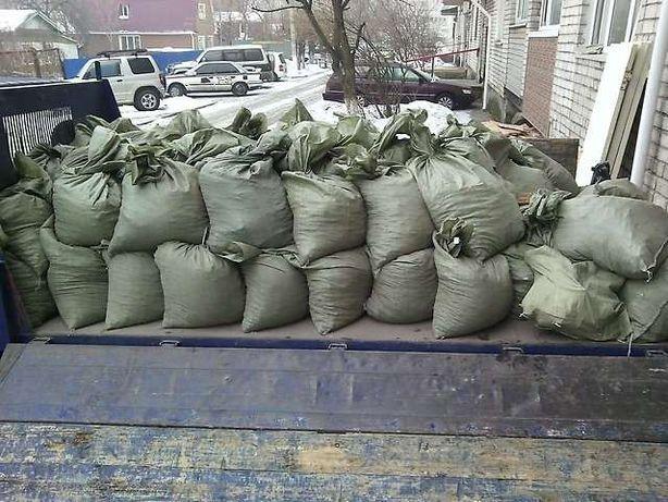 Вывоз стройтельного мусора,старой мебели,хама и т.д.Есть грузчики.