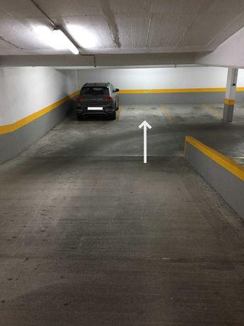 Estacionamento  garagem - Parque dos Príncipes - Telheiras - Lisboa