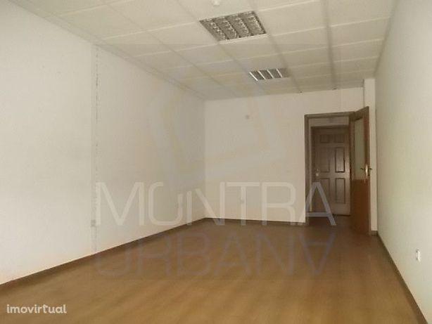 ESCRITÓRIO (31 m2) - 1º Andar, Sala 110 - TORRE BRASIL - JUNTO ao PARQ