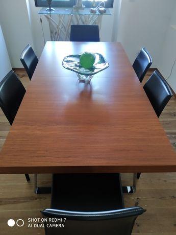 Mesa em madeira Interforma com ou 6 cadeira em pele em óptimo estado.