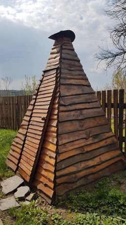 Туалет деревянный дворовой