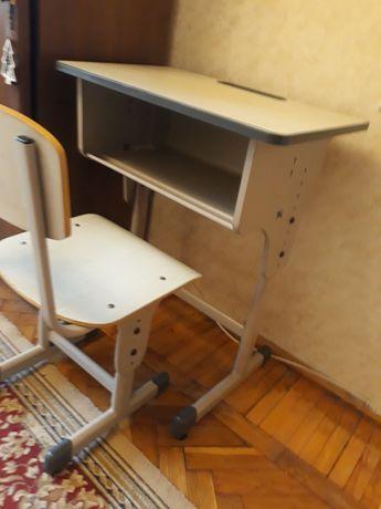 Стіл та крісло дитяче.
