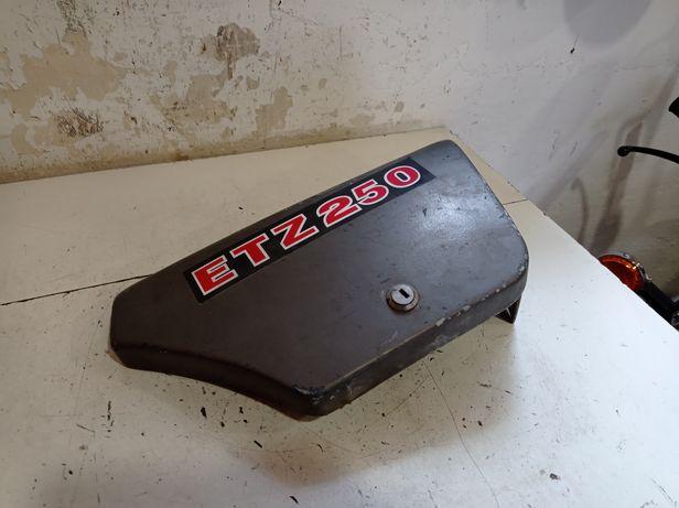 Osłona obudowa boczek akumulatora MZ ETZ 250 pokrywa