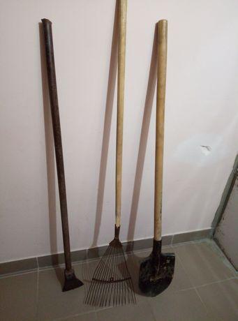 Топор, лопата, грабли