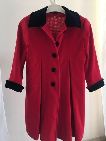 Płaszczyk czerwony dziewczęcy rozm.104 z kapeluszem