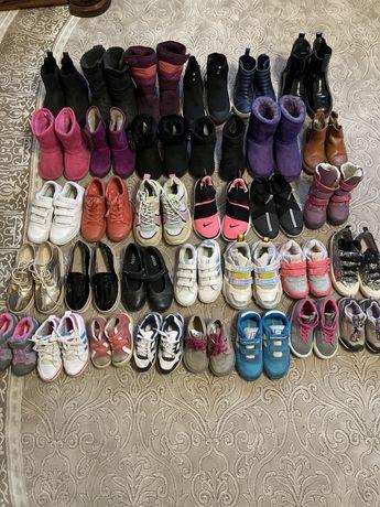 Взуття для дівчаток.Різні розміри