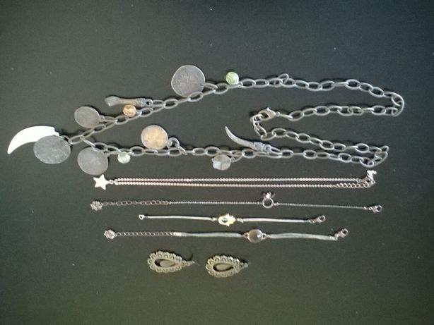 2 colares, 3 pulseiras e 1 par de brincos