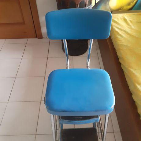 Vendo cadeira antiga azul vintage
