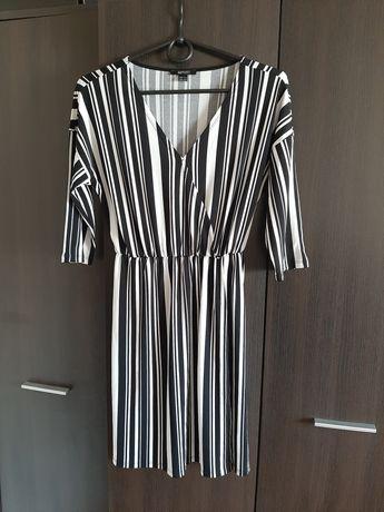 Sukienka czarno-biała w paski