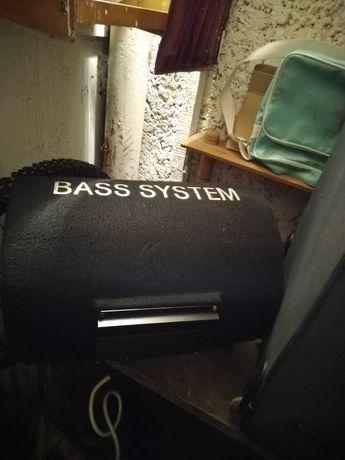 Tuba basowa z wzmacniaczem