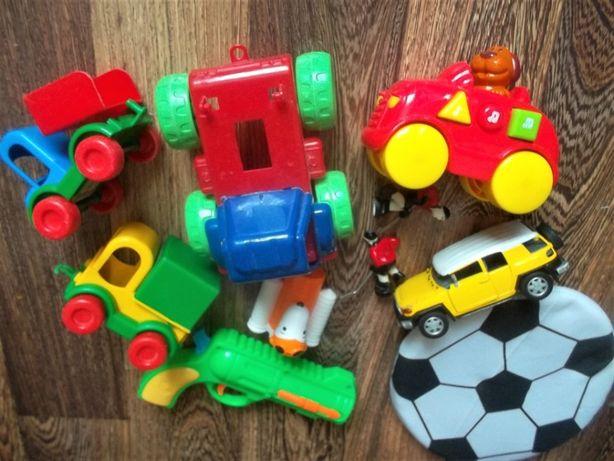 Игрушки для мальчика машинки