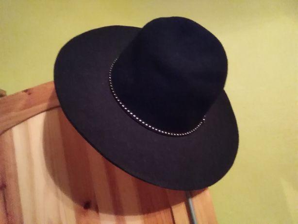 Wełniany kapelusz stradivarius. M.