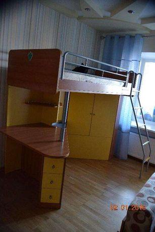 продам комплект кровать-стол-шкаф