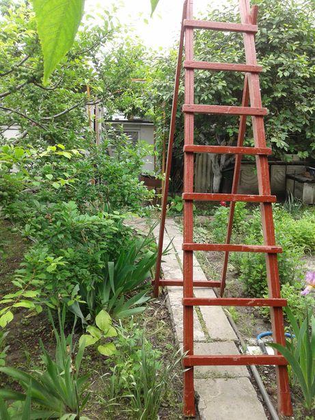 Лестница деревянная четыренога.