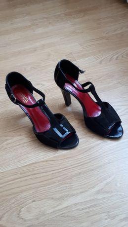Sprzedam buty czarne