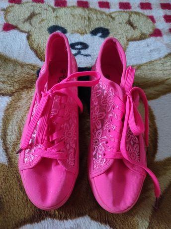 Взуття спортивне 25см