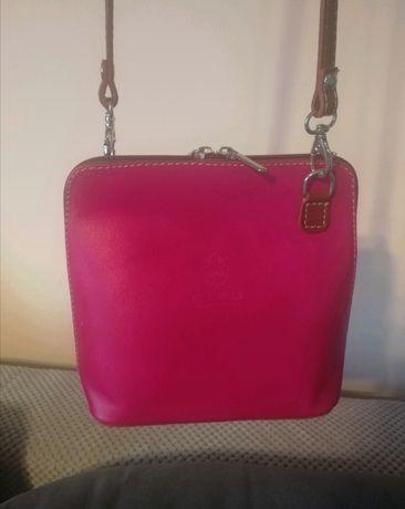 Mała różowa skórzana torebka Vera Pelle na ramię