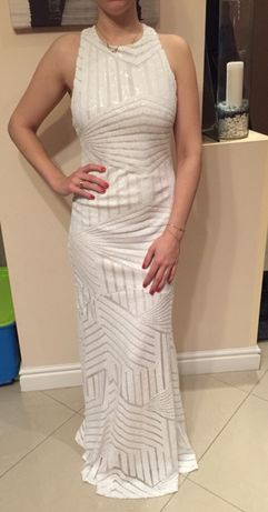 Biała długa suknia