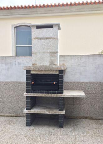 Churrasqueira em tijolo preto e granito