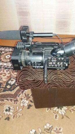 Продам видео камеру Panasonic DWX 100B